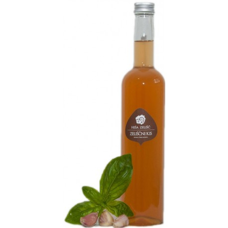 VINEGAR WITH RED PEPPER, GARLIC AND BASIL - HOUSE OF HERBS